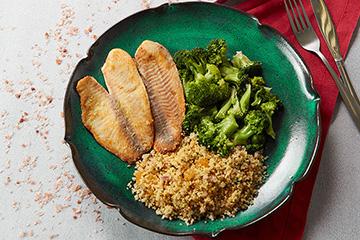 Saint peter com limão siciliano + Couscous marroquinho com castanha e passas + Brócolis no vapor