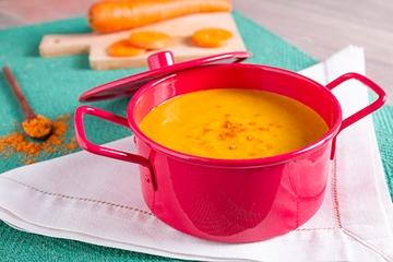 Creme de cenoura picante com leite de coco