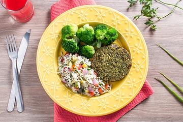 Falafel + Arroz de pupunha + Brócolis no vapor
