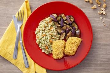 Filé de pintado empanado + Arroz de couve-flor com cenoura e castanha de caju + Legumes com zaatar
