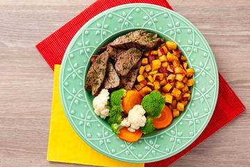 Filé mignon com chimichurri + Batata doce com páprica + Mix de legumes no vapor