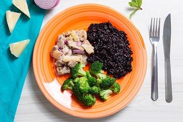 Filé mignon suíno com abacaxi + Arroz negro + Brócolis