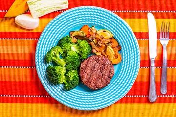 Hambúrguer de fraldinha + Mix de legumes assados + Brócolis no vapor