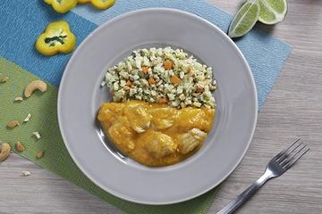 Moqueca de peixe + Arroz de couve-flor com cenoura e castanha de caju