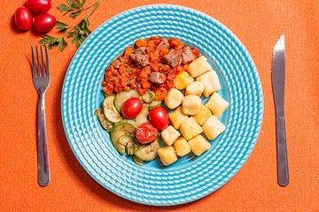 Picadinho de filé mignon + Nhoque de mandioquinha + Abobrinha com tomate