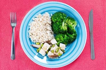 Tofu com shitake e edamame + Arroz integral + Brócolis