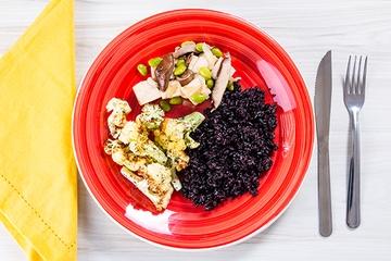 Tofu com shitake e edamame + Arroz negro + Couve-flor com ervas
